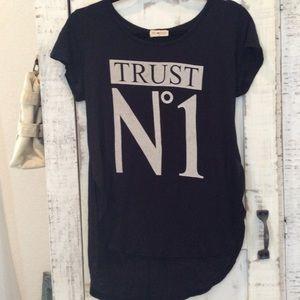 T Shirt, very soft, Trust no.1, high low hem